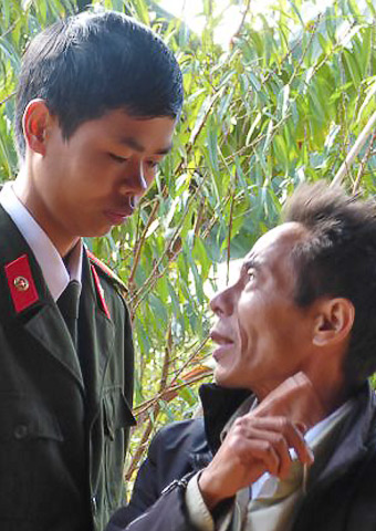 A young police officer questions a Hmong believer.
