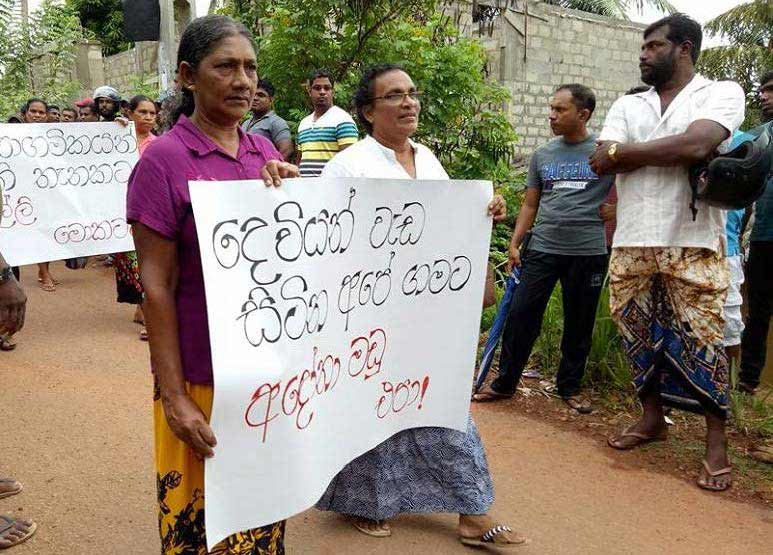 Buddhists protested a local church in Sri Lanka. (Photo: World Watch Monitor)
