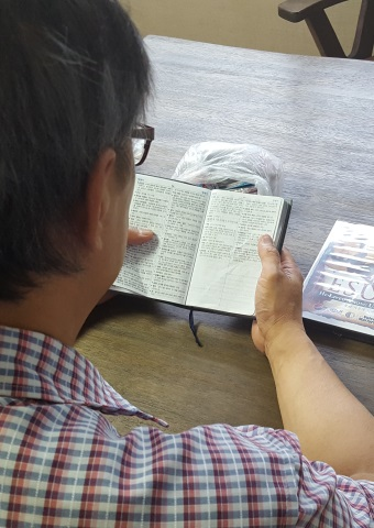 Missionary Kim wants to distribute 100 of these study Bibles to North Koreans in other countries.