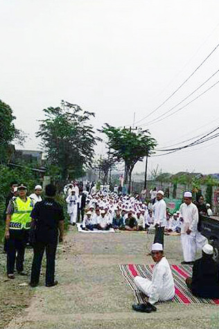 Islamists gathered in front of the church property in protest.